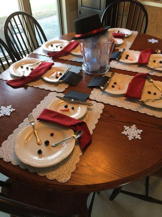Unique Chistmas decorating ideas - cute way to decorate your table for Christmas.