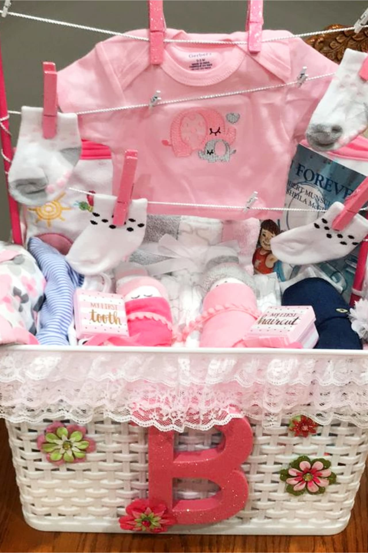 Baby Shower Gift Basket Ideas - Creative DIY Baby Shower Gifts on a Budget - What moms REALLY want for baby shower gifts! Such cute and UNIQUE baby shower basket ideas! Learn how to put together a baby shower gift basket and how to make a baby shower gift basket at home on a budget. These baby shower basket essentials are the best baby shower gift for mom who has everything or the mom to be who NEEDS everything.