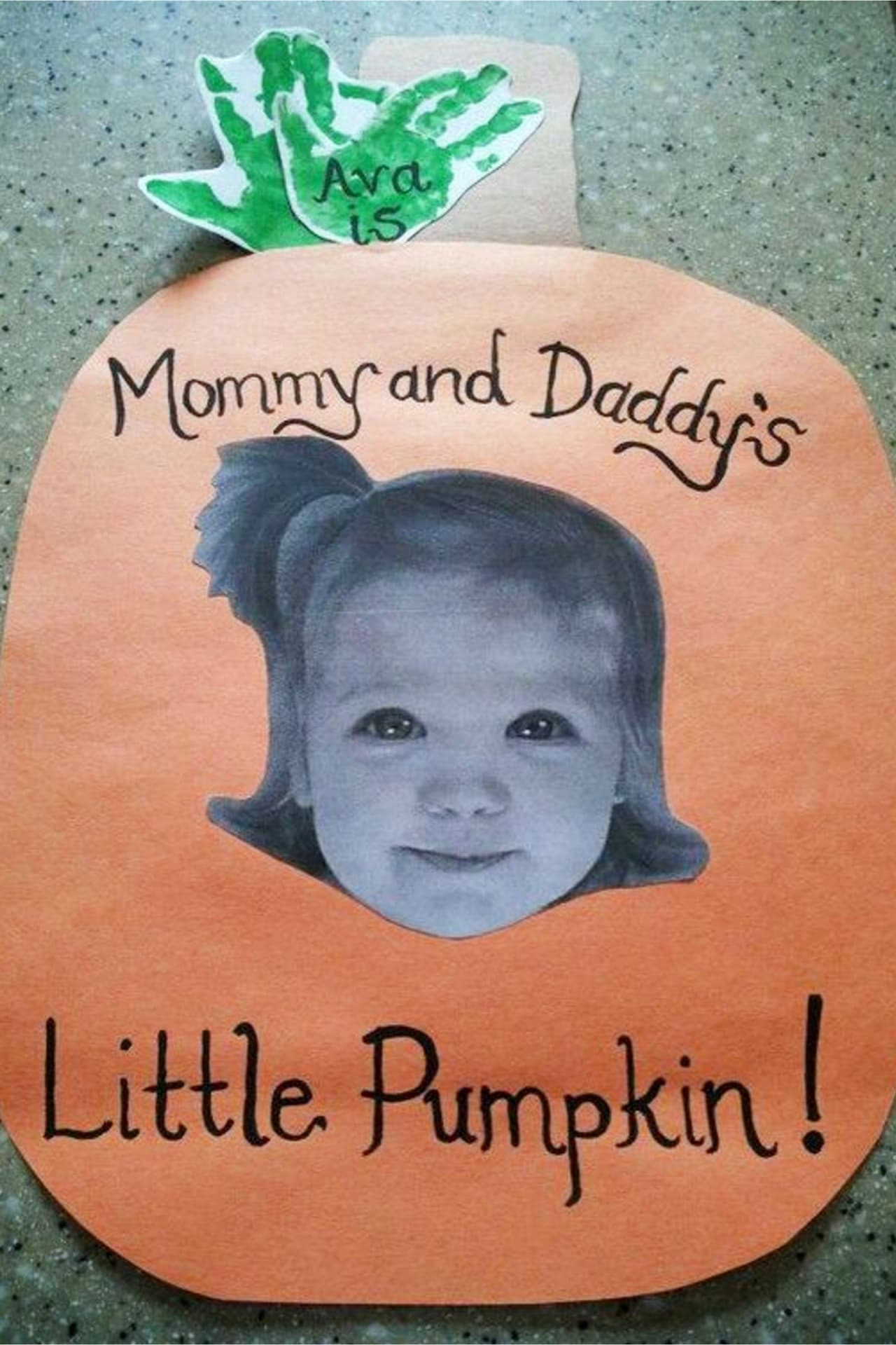 Fall pumpkin crafts for toddlers to make in preschool, daycare, Pre-K, Sunday school or at home.  Fun and easy fall crafts and art projects for kids